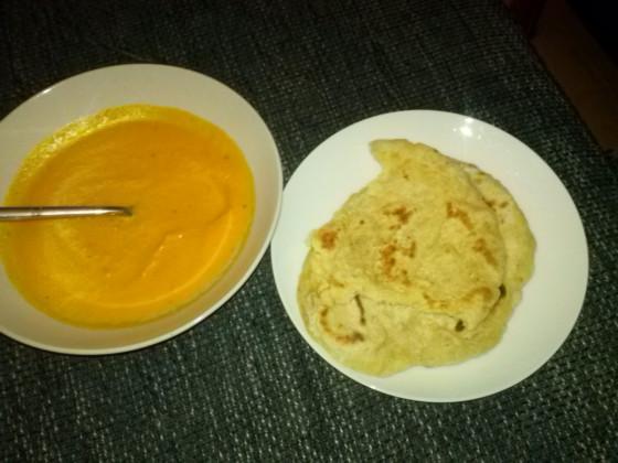 Karotten-Ingwer-Suppe + Naanbrot