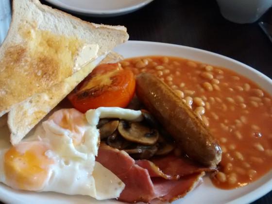 Und so sieht ein englisches Frühstück aus, meine Kinder c: