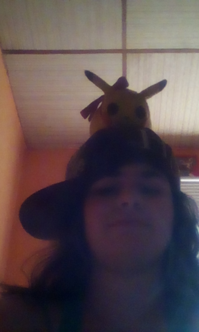 Lilly in RL und mein Pikachu