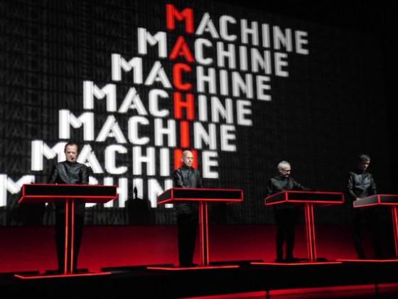 """Gucky sieht die """"Menschmaschine"""""""