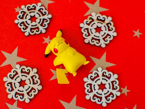 19-011 L Dozy Pikachu