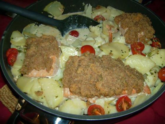 Gemüse-Gratin mit Rosmarin-Lachs
